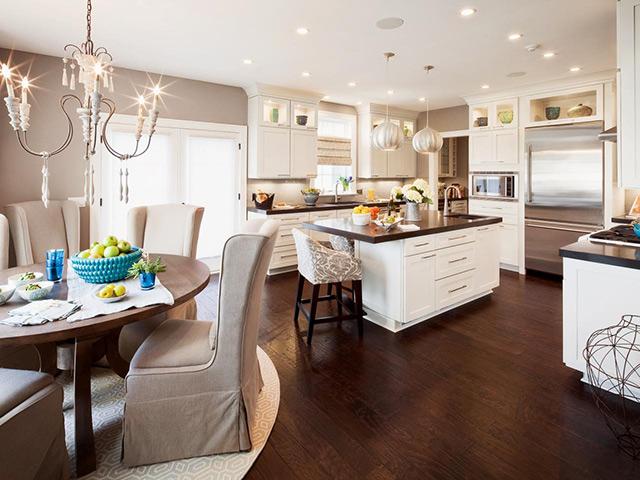 Mẫu nhà bếp đẹp lãng mạn với lối thiết kế theo phong cách Châu Âu quý phái